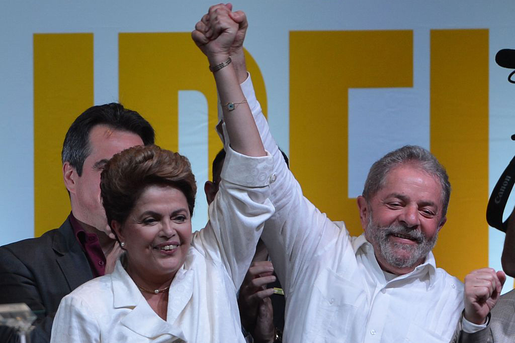 Lula da Silva se entrega a la policía e ingresa en prisión acompañado de miles de manifestantes