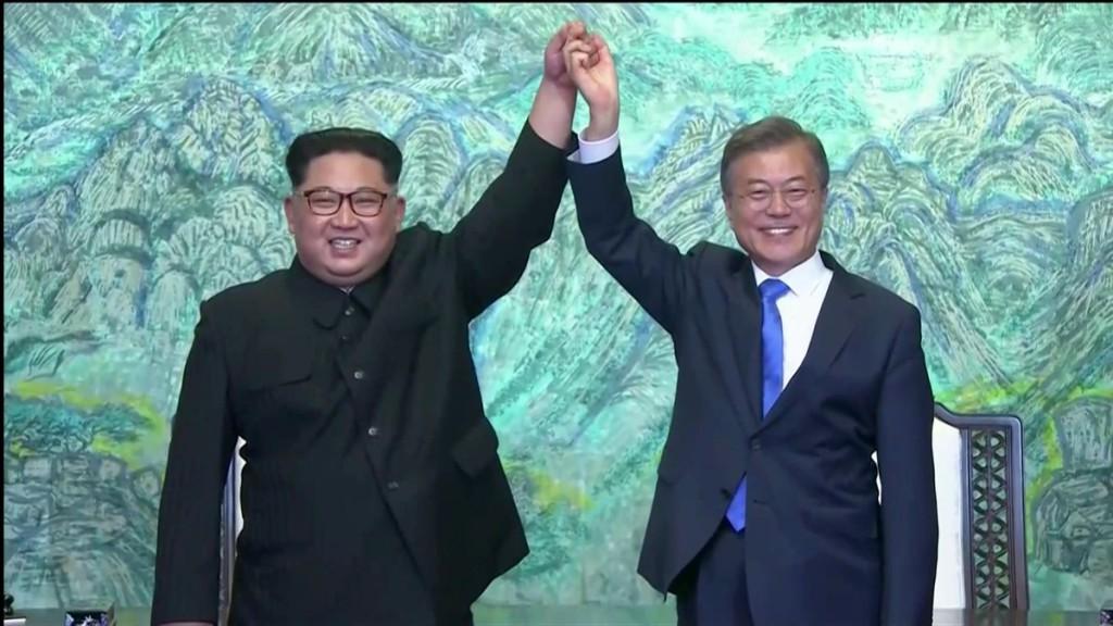 """Los líderes coreanos acuerdan oficialmente buscar la paz y """"la completa desnuclearización"""""""