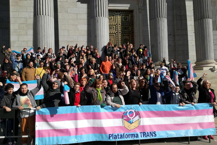 La Plataforma Trans celebra que el gobierno del Partido Popular no haya vetado la Ley Trans Estatal