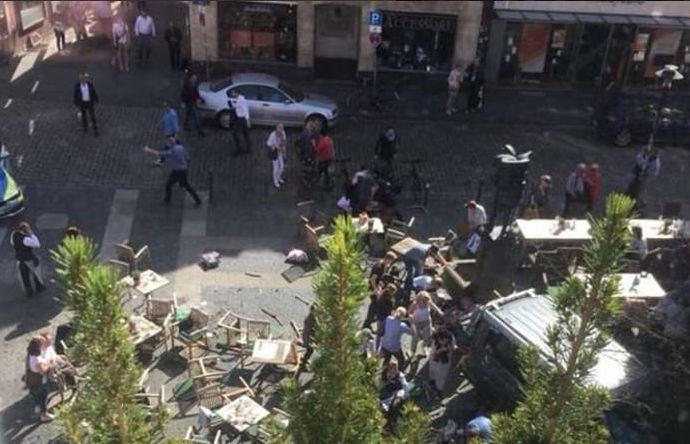 Dos personas fallecen y decenas heridas tras ser atropelladas en la terraza de un restaurante en Münster