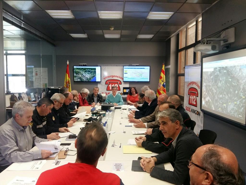 El Gobierno de Aragón prevé que la crecida del Ebro no llegue a las ciudades, pero pide prudencia
