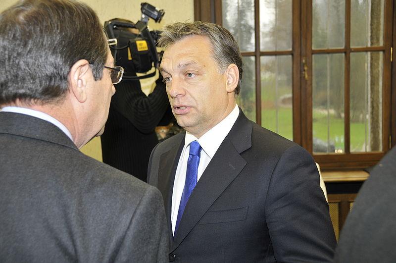 Miles de personas se manifiestan en Budapest contra las políticas de Orbán