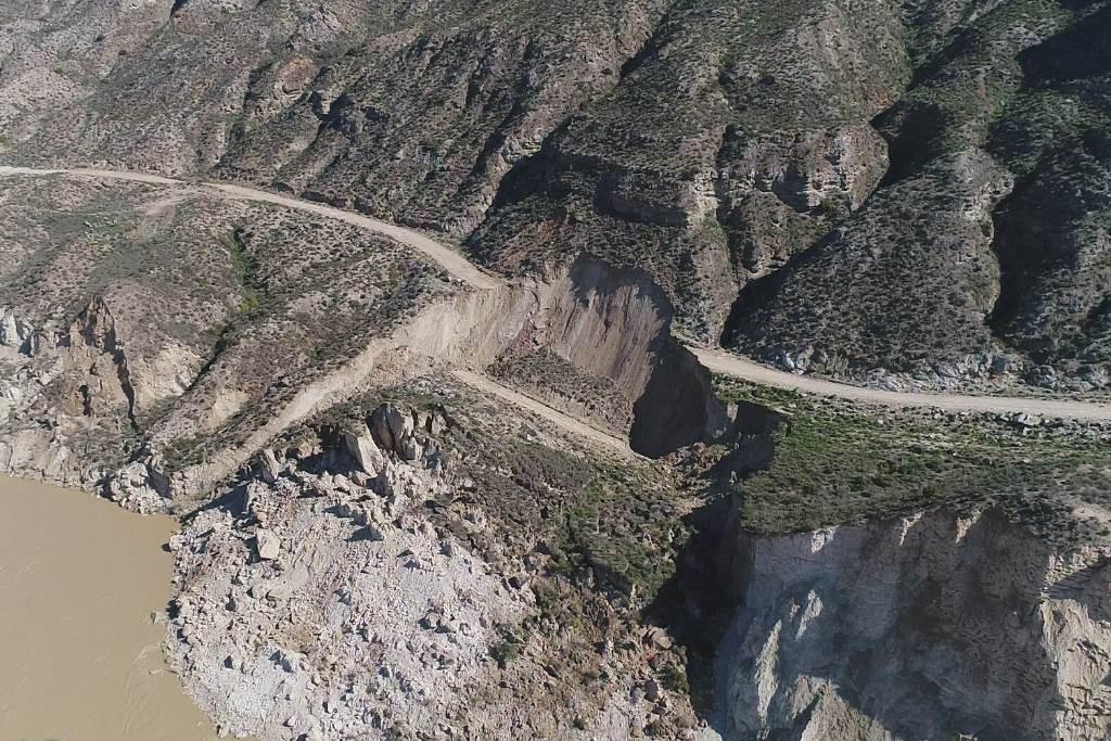 El desprendimiento del escarpe de Alfocea corta un camino cuyo trazado fue denunciado en 2015 por Amigos de la Tierra Aragón