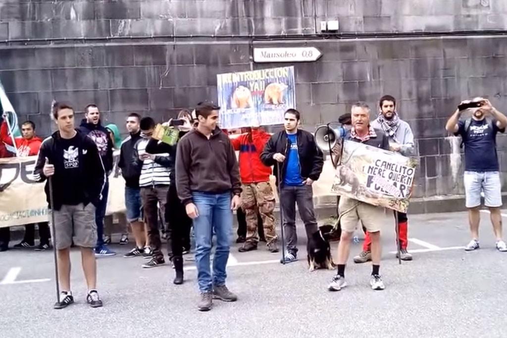 Condenan a tres vecinos del Valle del Roncal que protestaron contra una concentración nazi
