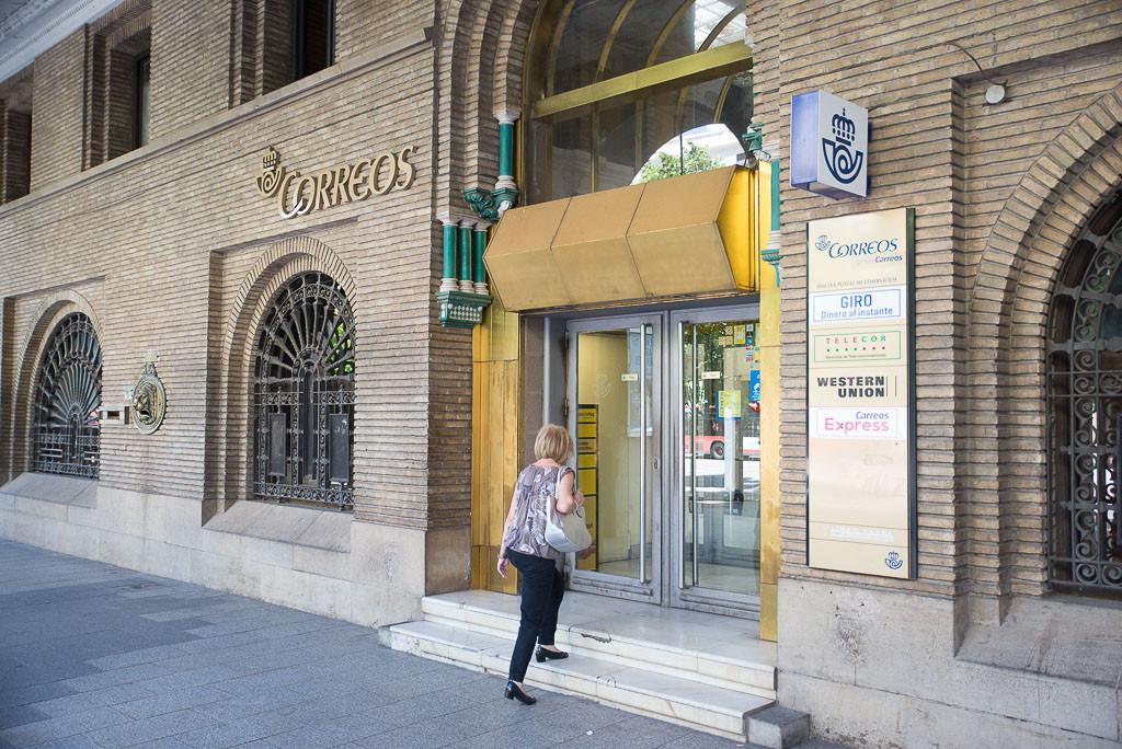 La plantilla de Correos se concentra en el edificio principal del servicio de mensajería en Zaragoza