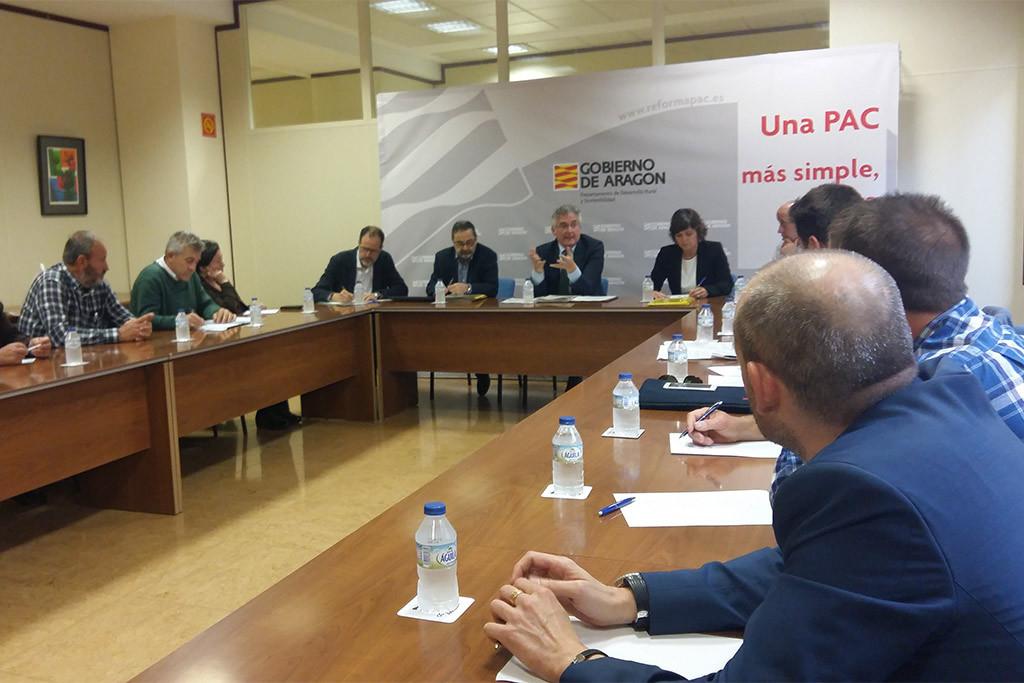 Aragón se hará responsable de los daños que no cubran los seguros agrarios tras la crecida del Ebro