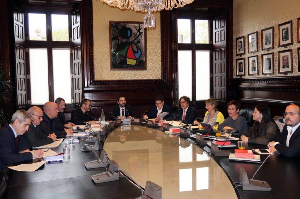 La Mesa del Parlament de Catalunya se querellará contra el juez Pablo Llarena