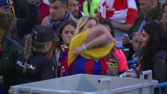 El Gobierno español prohíbe el amarillo, pero no detiene los silbidos