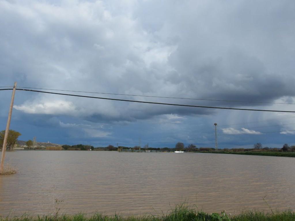 La punta de la crecida del Ebro llega a Noviellas y permanecerá en la Ribera Alta