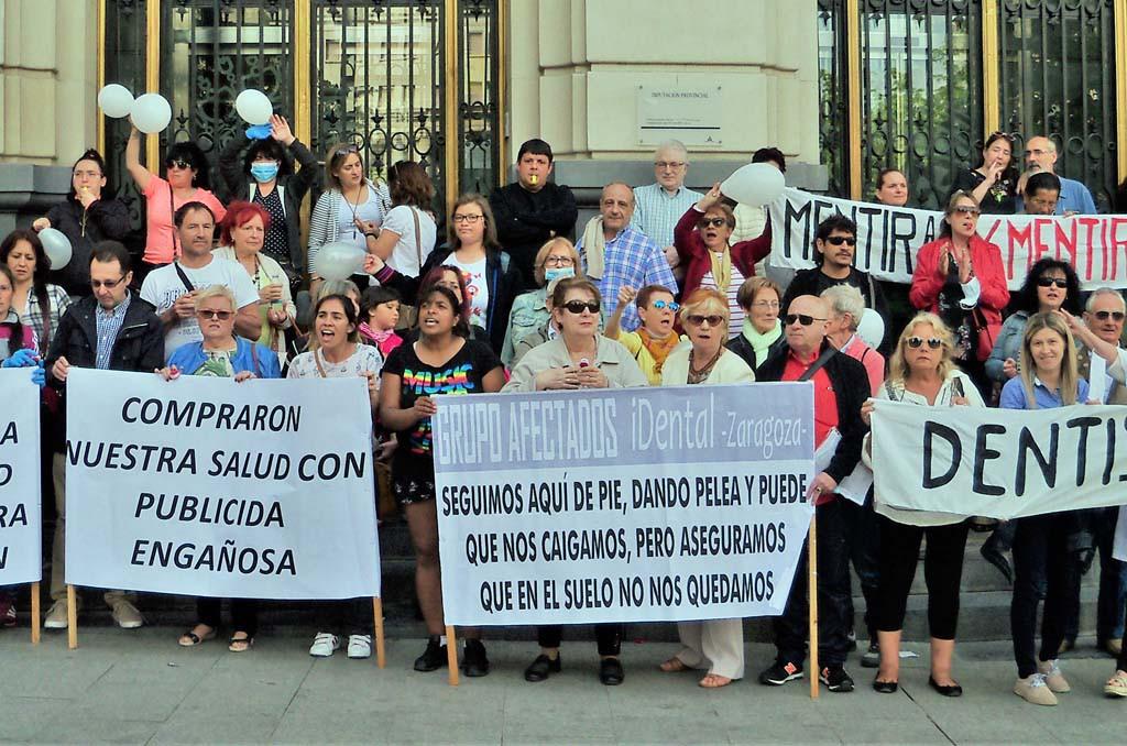 Las personas afectadas por iDental se moviliza para que el Gobierno de Aragón cumpla sus promesas antes del 26M