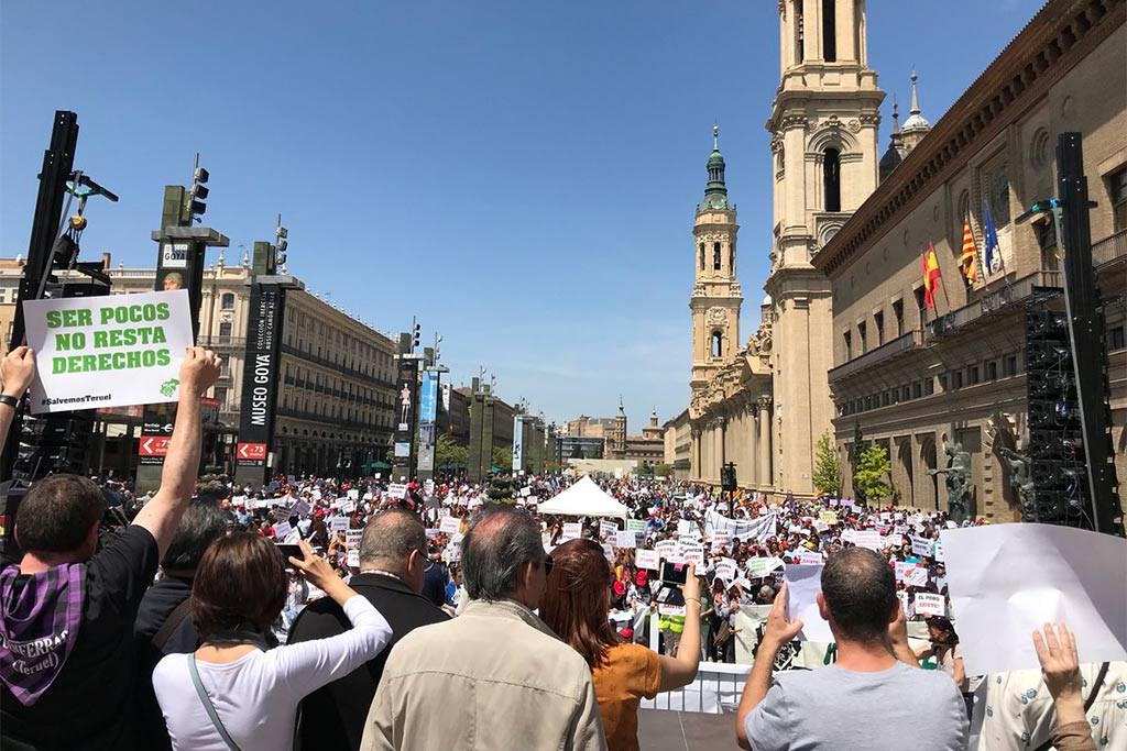 Más de 40.000 personas se manifiestan en Zaragoza para visibilizar el abandono que sufre el Baixo Aragón