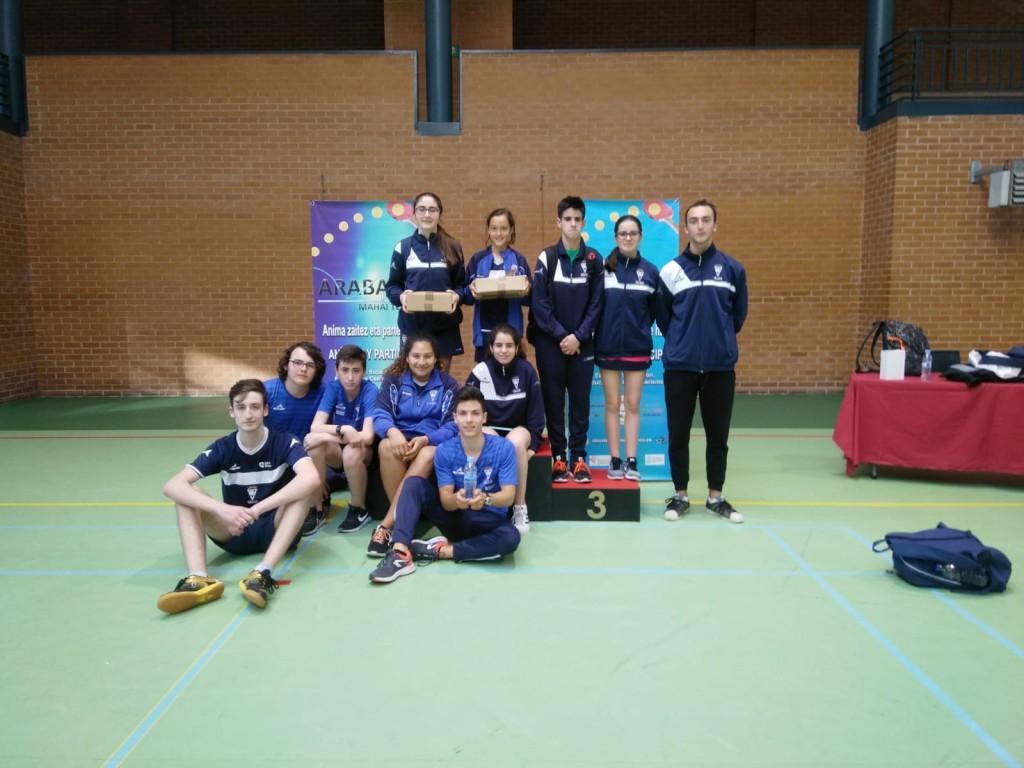 Buenos resultados de los equipos aragoneses de tenis de mesa en Gasteiz