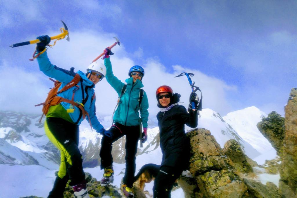 Montañeras Adebán, el primer club de montaña en Aragón gestionado sólo por mujeres