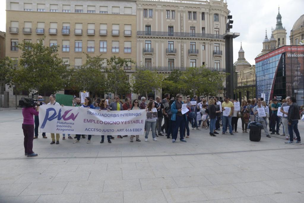 La Plataforma de Interinos Aragonesa se concentra en Zaragoza para denunciar los despidos masivos