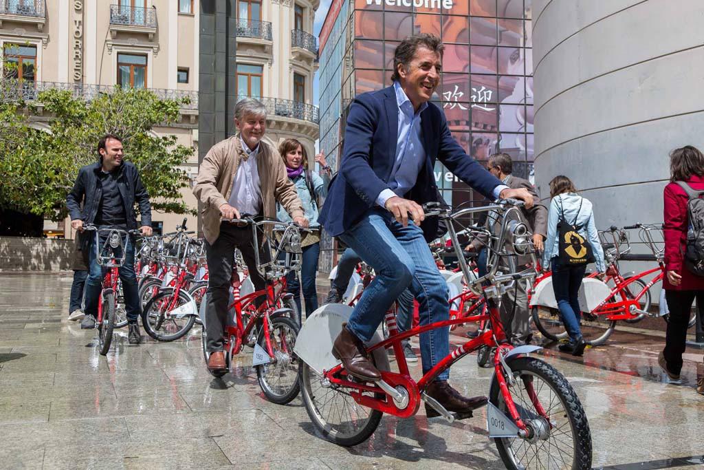 """Pedro Delgado anima a los políticos a """"apoyar el uso de la bicicleta"""""""