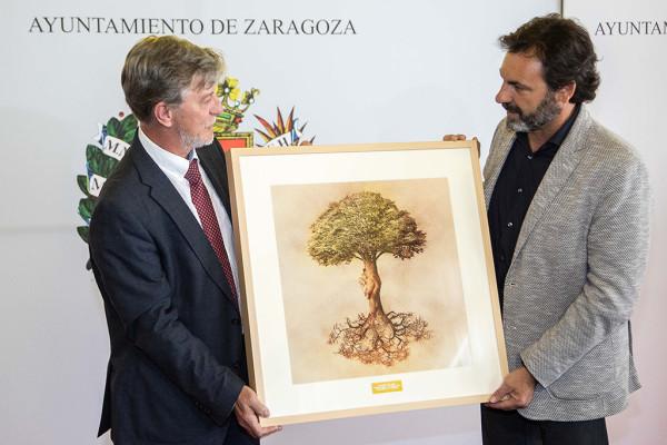 Santisteve entrega el premio de Estrella de Europa, otorgado a Open Arms. Foto: Daniel Marcos (AZ)