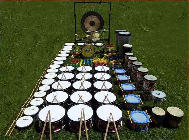 El patio del Centro de Historias de Zaragoza se llena de instrumentos de percusión