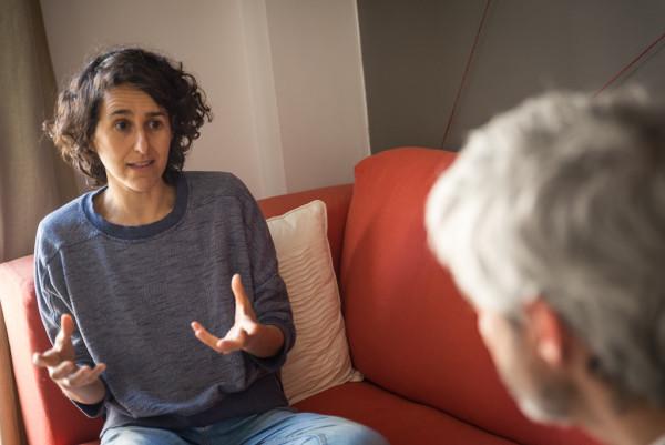 Victoria en un momento de la entrevista. Foto: Pablo Ibáñez (AraInfo)