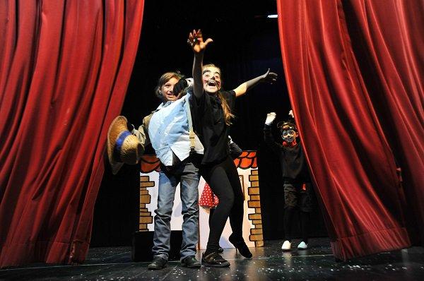 Más de 200 niños y niñas de ocho colegios de Uesca participan este año en la XIX Muestra de Teatro Infantil