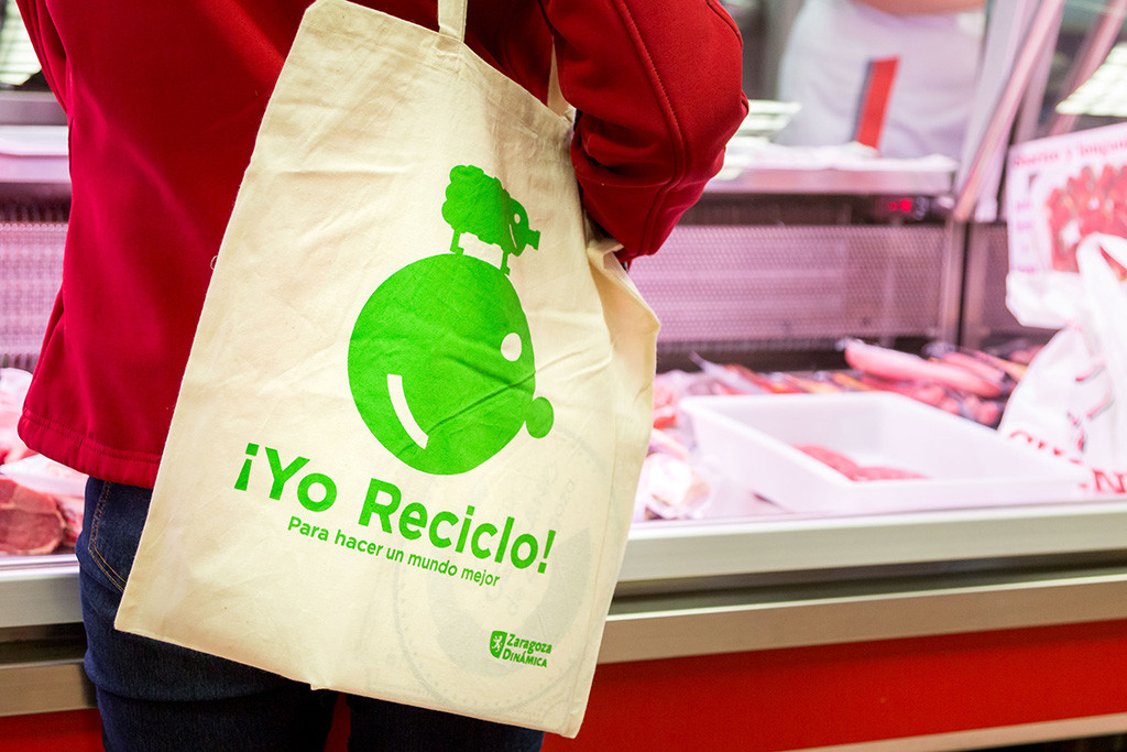 Ayuntamiento de Zaragoza y comercio de proximidad suman fuerzas por la reducción y reciclaje de plásticos