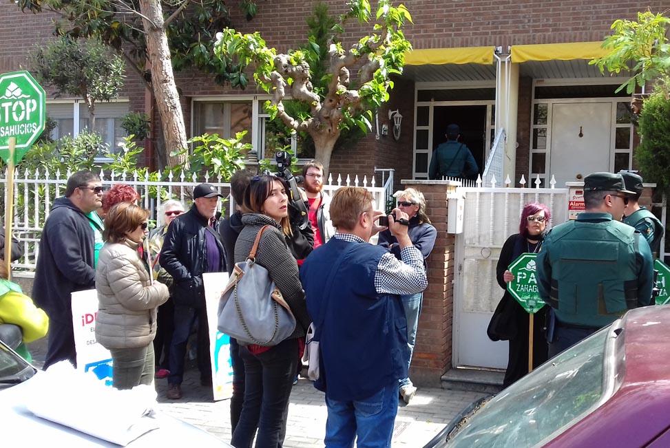 La pareja de jubilados desahuciados en mayo en Fraga vuelven a ocupar la vivienda de la que fueron desalojados