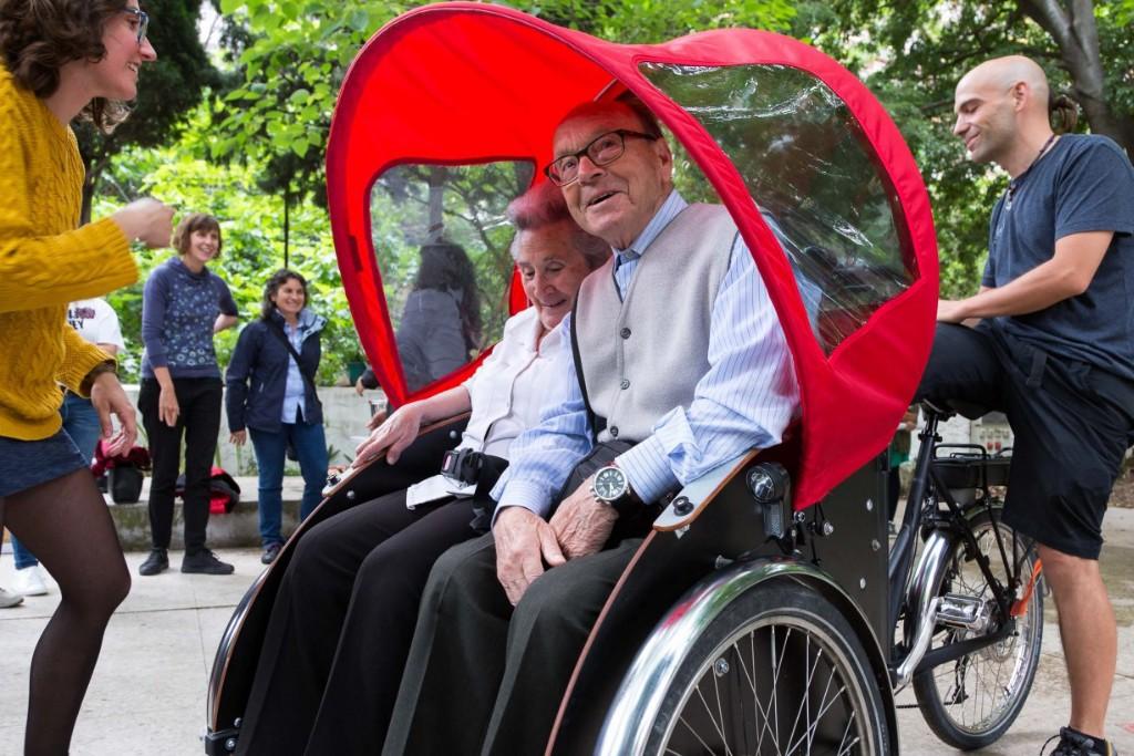 """El programa piloto """"En Bici Sin Edad"""" se propone que las personas mayores vuelvan """"a sentir las canas al viento"""""""
