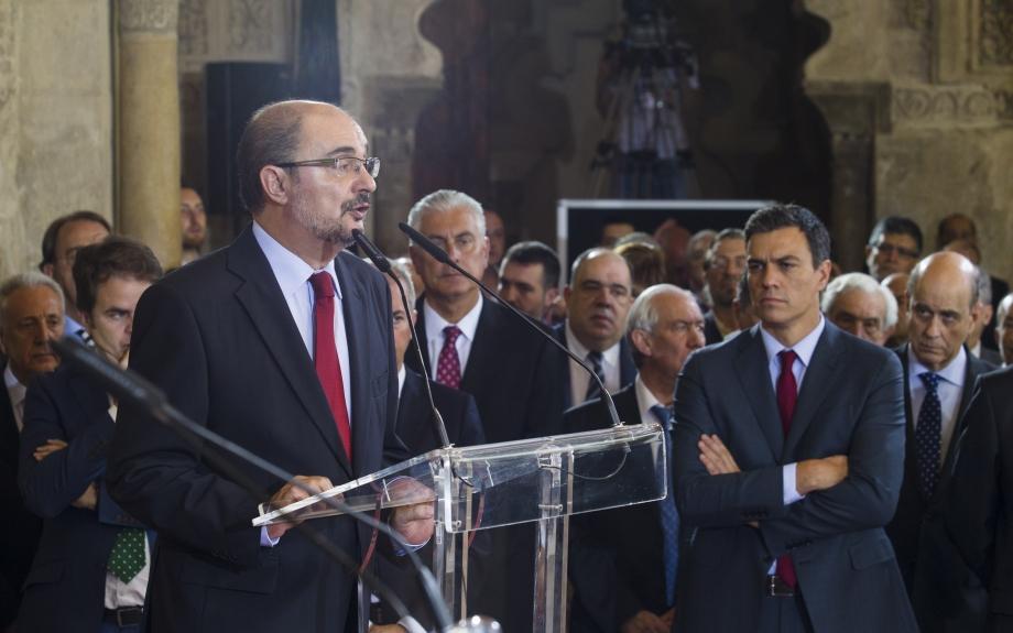La ultraderecha y barones del PSOE estallan contra Sánchez por insinuar algo parecido a «diálogo» en Catalunya
