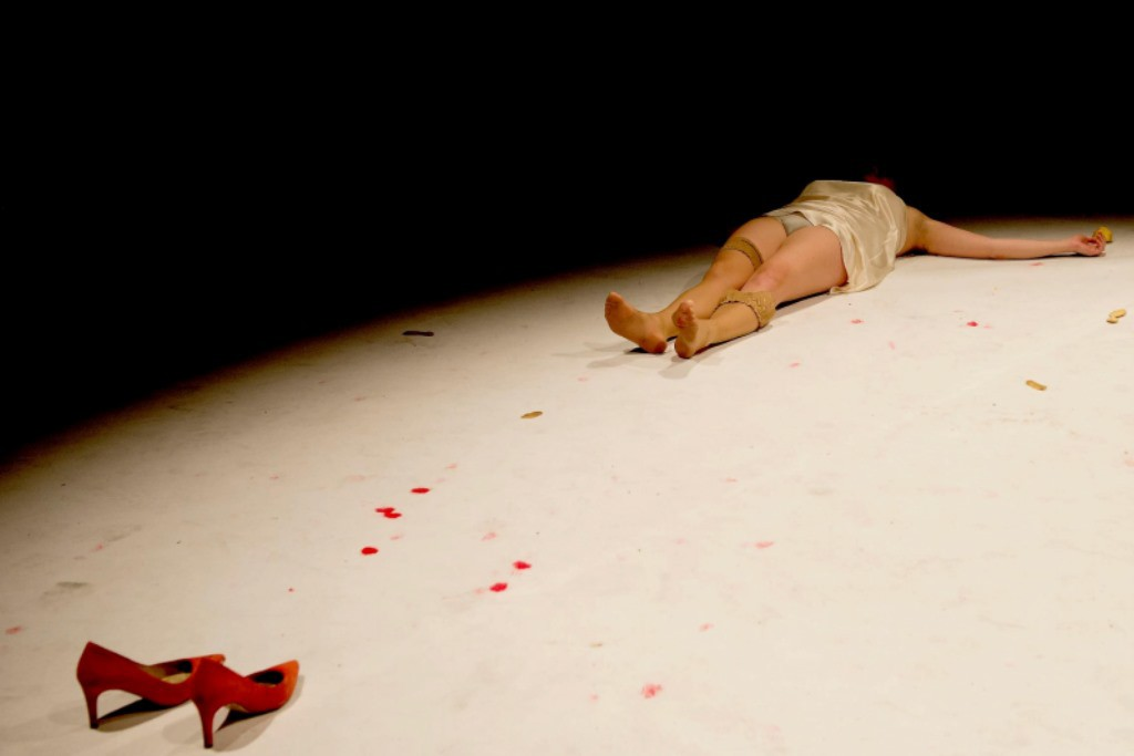 Una obra que denuncia las 917 mujeres asesinadas a manos de la violencia machista durante los últimos 14 años