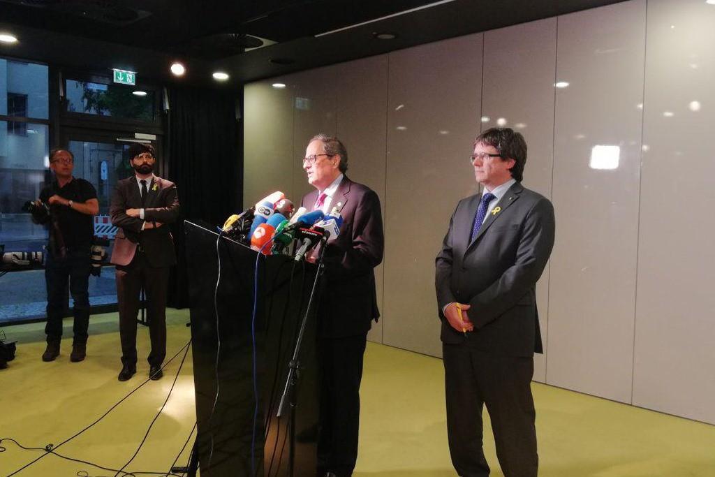 Los dos presidents de Catalunya piden a Rajoy que marque fecha y hora para el diálogo