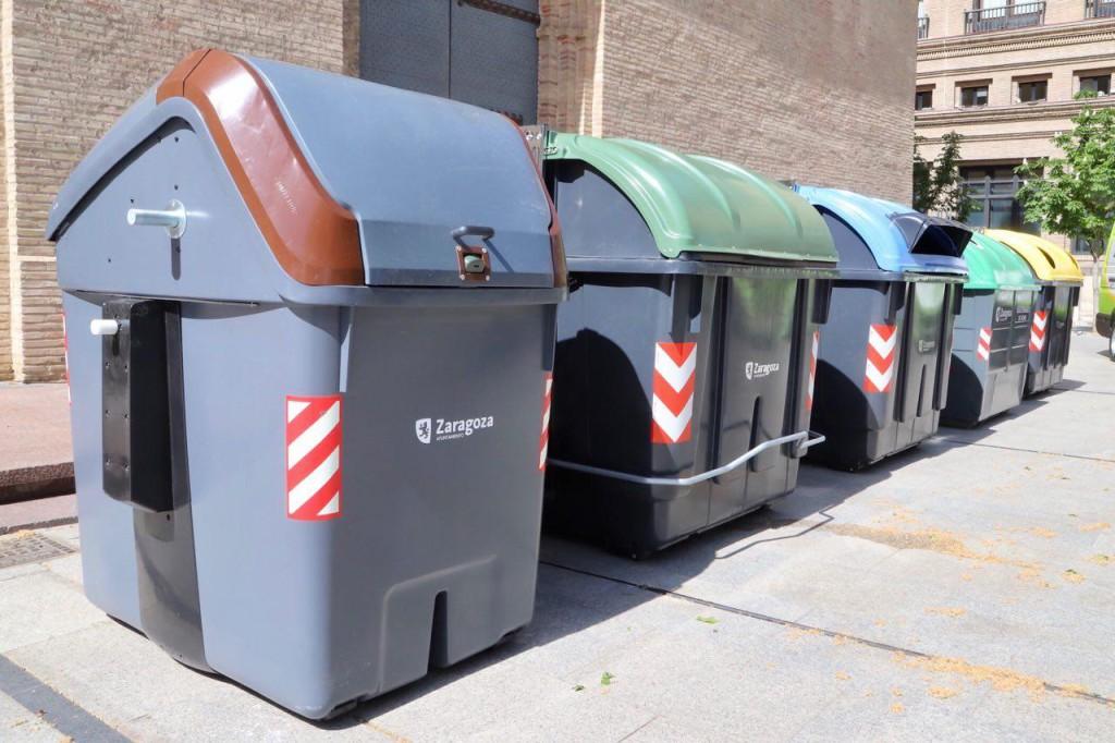 Las pruebas piloto de recogida selectiva de residuos orgánicos de Zaragoza se iniciarán en verano con un quinto contenedor y recogida puerta a puerta