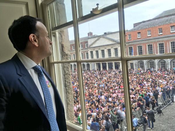 Leo Varadkar, primer ministro de Irlanda, en el Castillo de Dublín, lugar de las cebraciones del 'sí. Foto: @campaignforleo