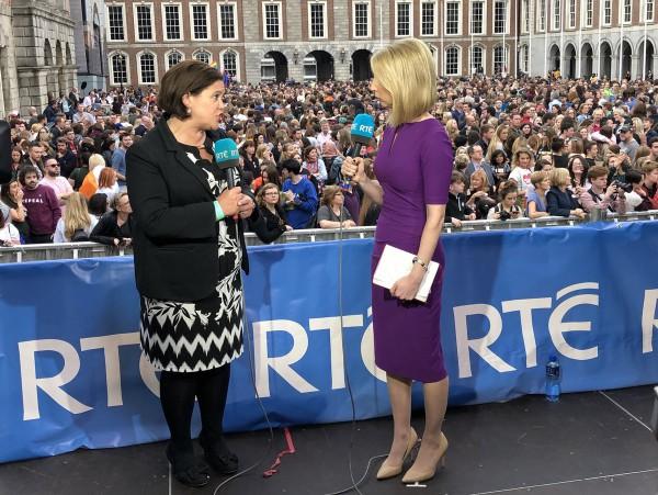 Mary Lou McDonald durante una entrevista en RTÉ durante las celebraciones. Foto: Sinn Féin