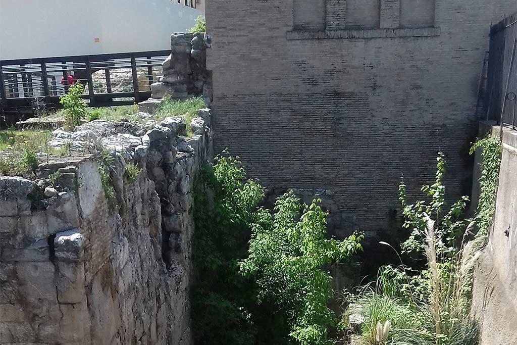 """Apudepa denuncia el """"pésimo"""" estado de los restos de la muralla romana de Zaragoza"""