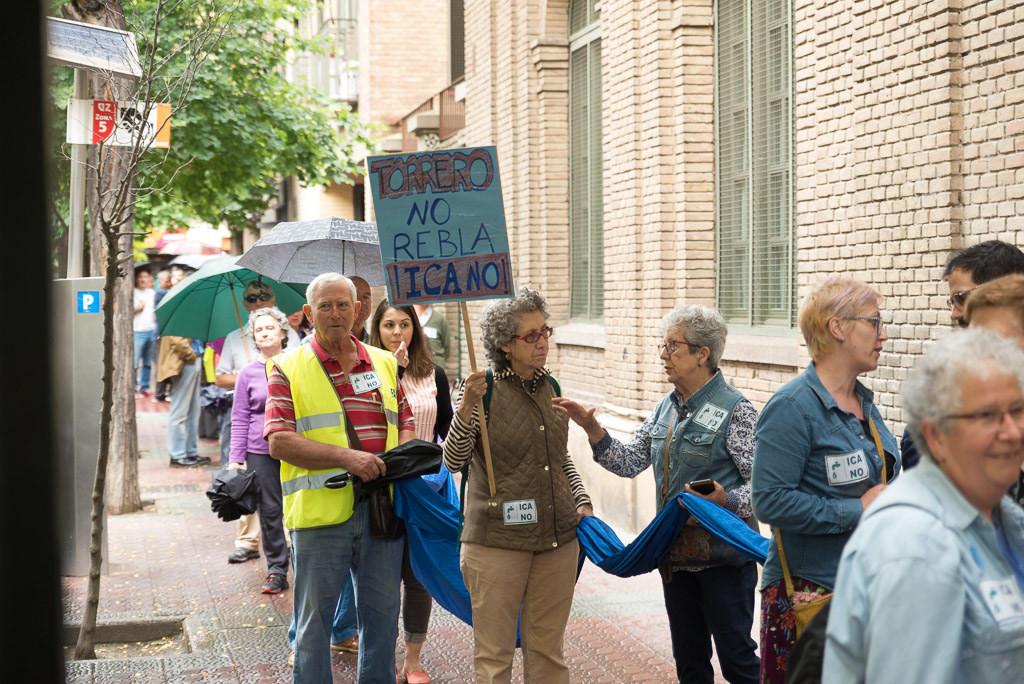 Una cadena humana recuerda al Gobierno de Aragón que la lucha contra el ICA sigue viva