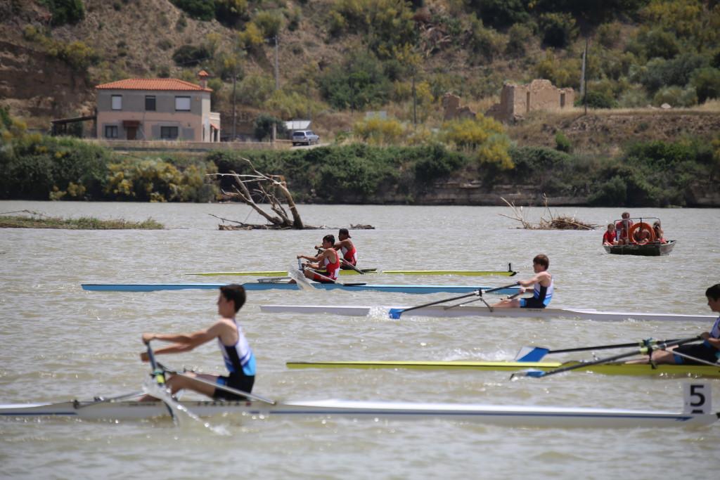 Mano a mano del CN Helios de Zaragoza y Capri Club de Mequinensa en los Campeonatos de Aragón de Remo y de Velocidad