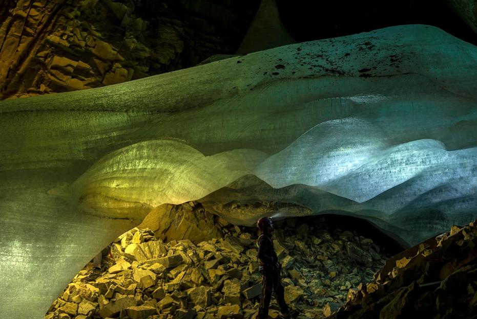 Los estudios científicos en las cuevas heladas del Pirineo serán reconocidos con el Félix de Azara