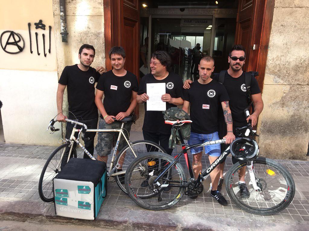 Deliveroo condenada por contratar de falso autónomo a un exrepartidor de València