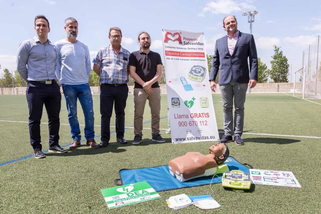 Los 28 campos de fútbol municipales de Zaragoza ya cuentan con desfibriladores y maletines de reanimación cardíaca