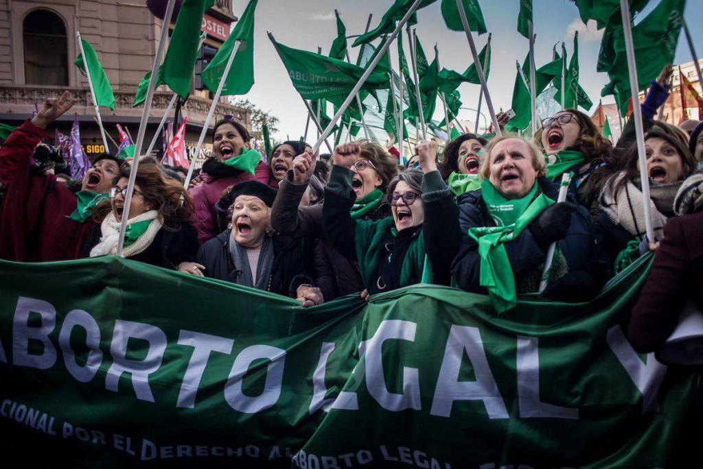El movimiento feminista de Argentina consigue el aborto libre y legal hasta las 14 semanas