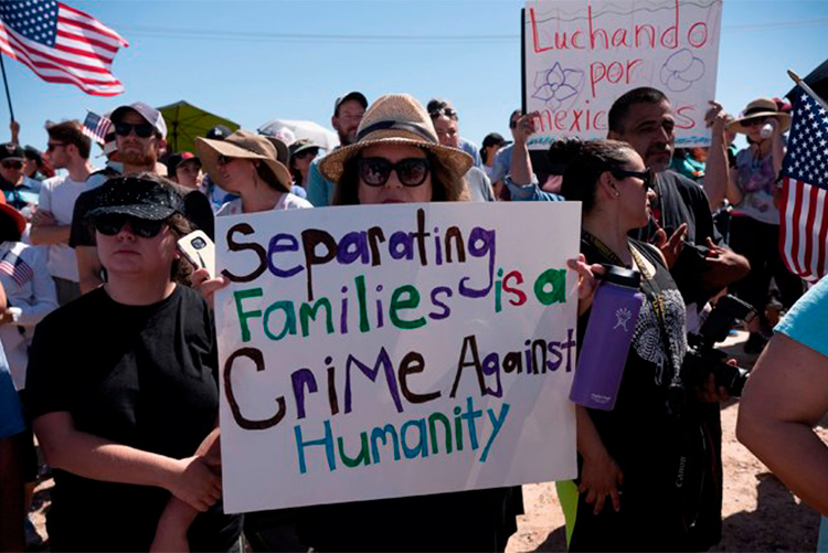 Una jueza de EEUU impide separar a las familias migrantes e insta a las autoridades a su reunificación