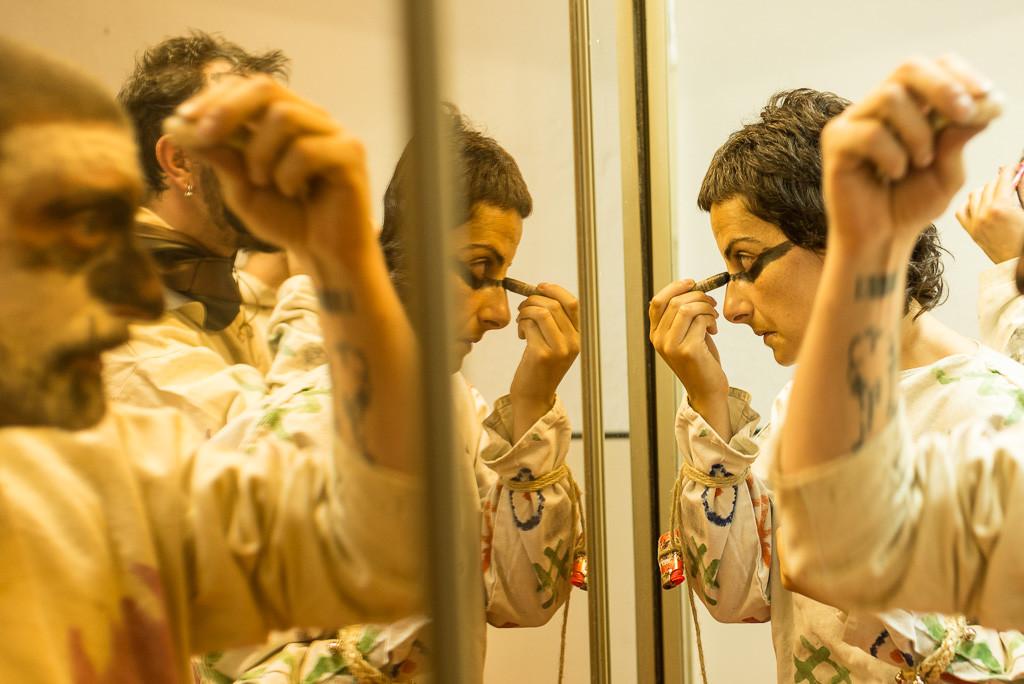 Diaples da Madalena preparándose para el pasacalles. Foto: Pablo Ibáñez