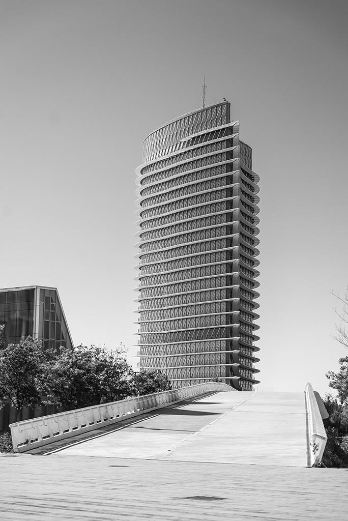La Torre del Agua, el edificio más alto de Aragón, se halla sin uso a día de hoy. Foto: Pablo Ibáñez (AraInfo)