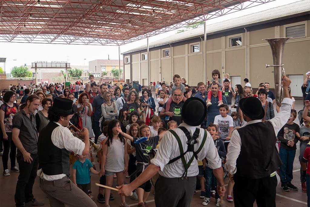 Triunfa la imaginación, el público de Binéfar se vuelca en la última jornada del Festival Imaginaria