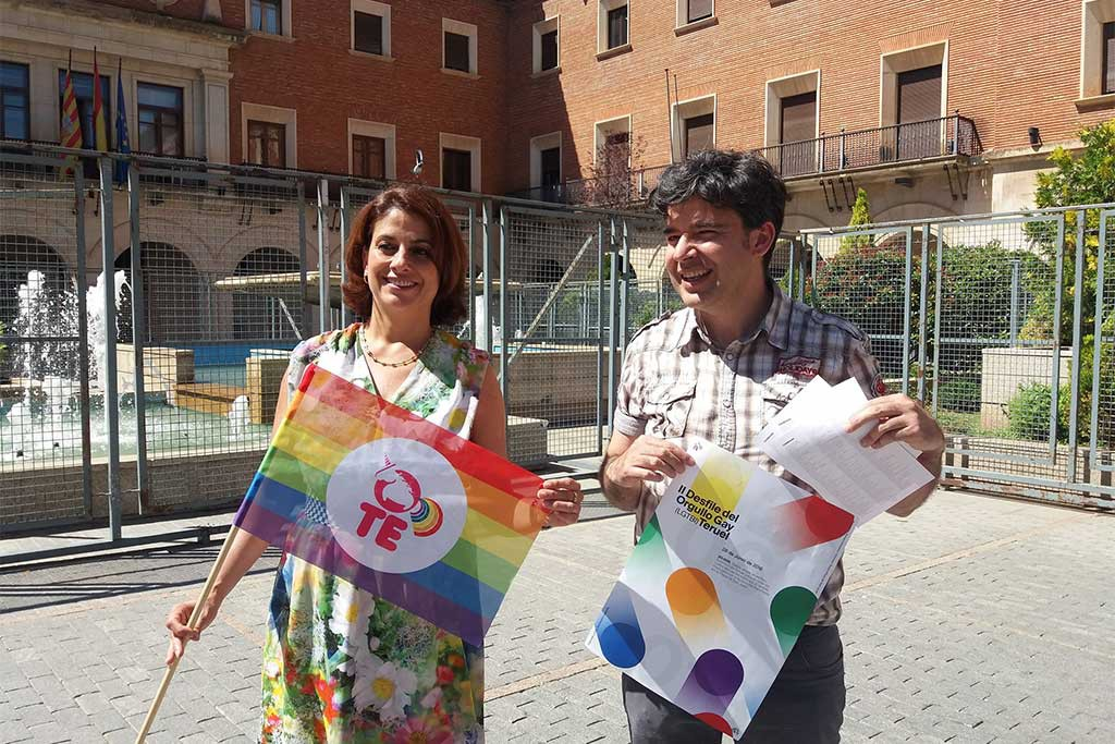 Emma Buj, alcaldesa de Teruel y Juancho Alpuente, el representante de la asociación Lavanda. Foto: Ayuntamiento de Teruel