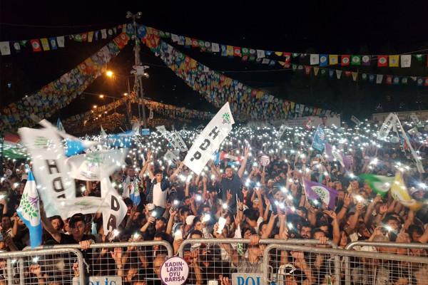 Acto de campaña del HDP en Diyarbakır. Foto: HDP