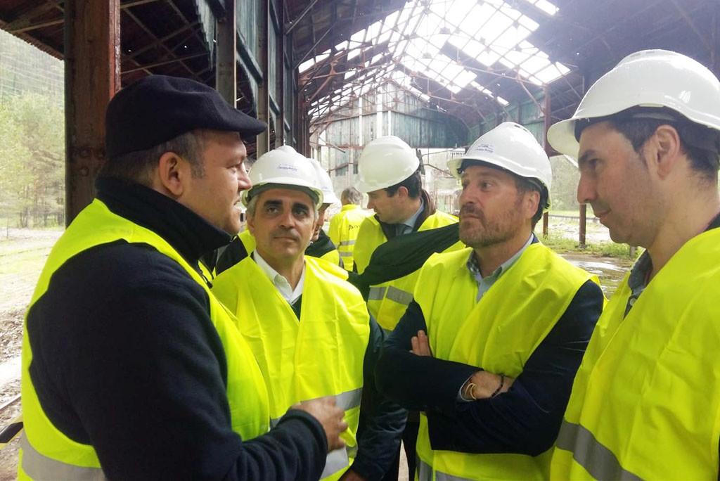 A quince días del comienzo de las obras ruedan los primeros vagones por las vías de Canfranc