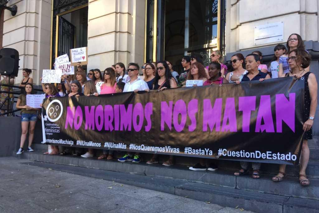 """""""Si nos tocan a una nos tocan a todas"""": Zaragoza contra los asesinatos machistas"""
