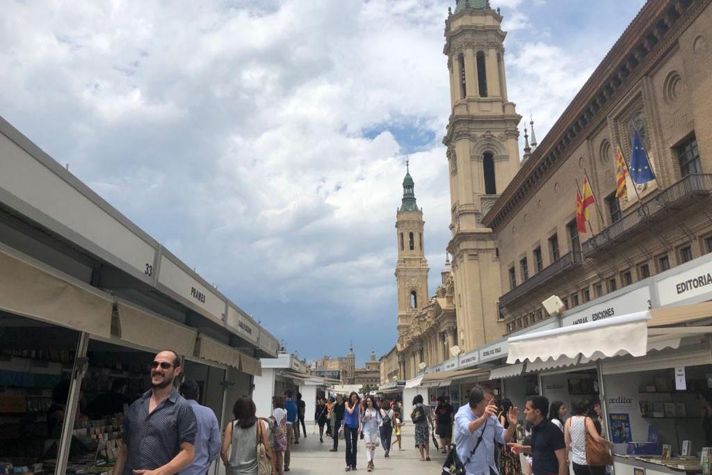 Las firmas aragonesas, entre las más vendidas en la Feria del Libro de Zaragoza