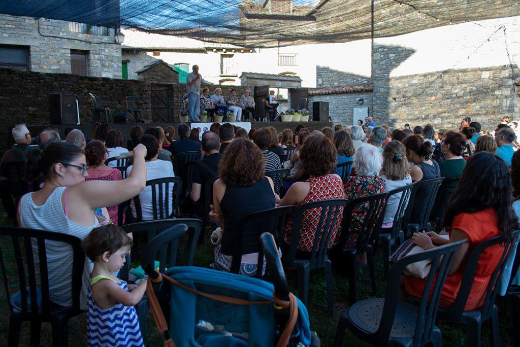 El Festival Castillo de Aínsa arranca entre  chiflos, salterios y las historias de las mujeres que mantienen vivo el Sobrarbe