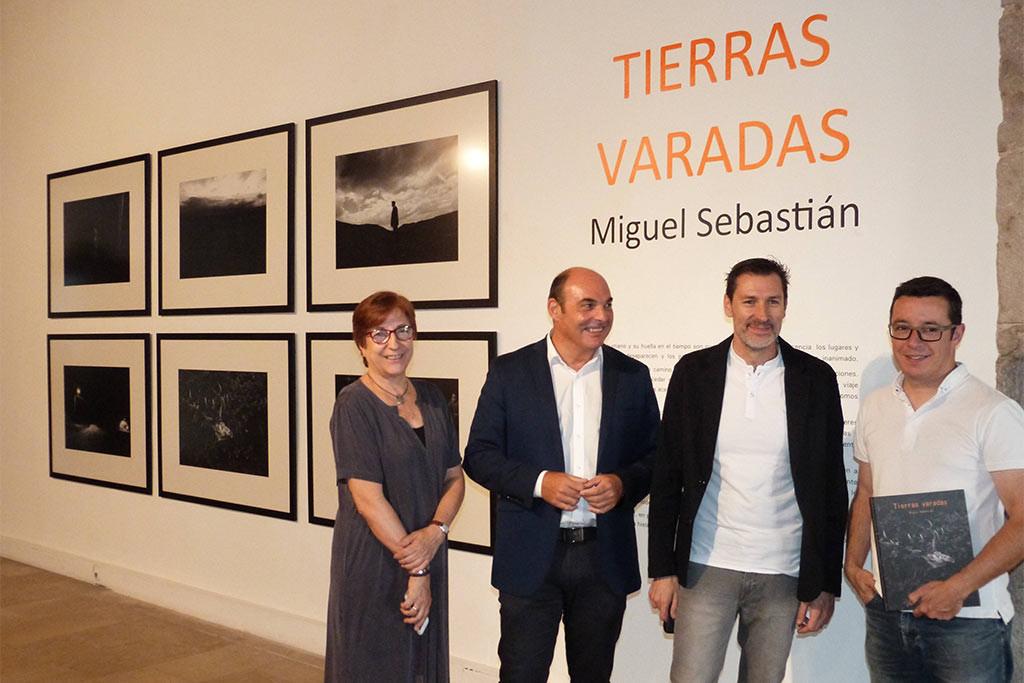 """""""Tierras varadas"""" de Miguel Sebastián, una exposición fotográfica sobre la despoblación en el Museo de Teruel"""